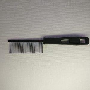 HPP- Kam kunststof greep middel na het borstelen gebruiken: kijken of alle klitten eruit zijn